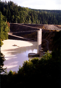 Mud Mountain Dam holding a pool